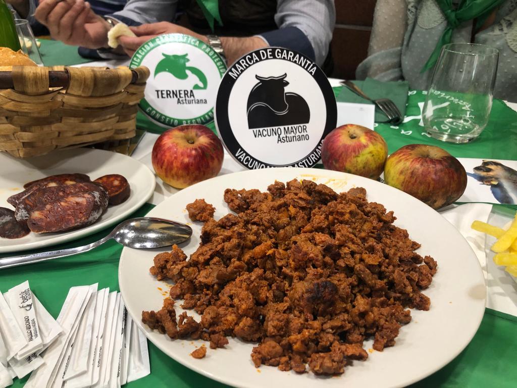 """Una """"Charla de chigre"""" para valorar el papel de la Ternera Asturiana y Vacuno Mayor Asturiano en la hostelería."""